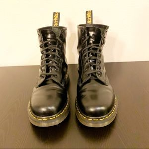 Dr. Martens 1460 Smooth Original 8-eye Boot